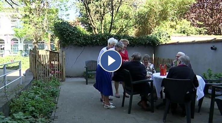 Cavell op ATV: Kippenpaleis maakt de verbintenis tussen jong en oud!